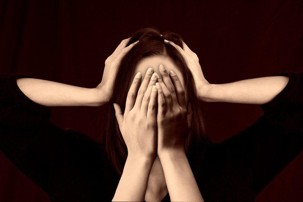 Comment reconnaître une personne bipolaire : Signes et symptômes